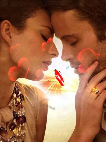 Анимация Девушка и мужчина, тянутся в поцелуе, в обрамлении летящих сердец, между ними сердце пробитое стрелой (© Bezchyfstv), добавлено: 17.05.2015 20:27