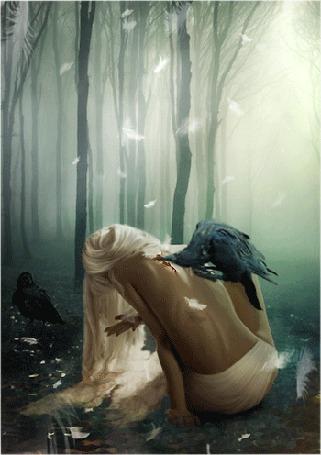 Анимация Белокурая девушка сидит в лесу в воде в туманном лесу, на ее оголенной спине ворон пьет кровь из раны, другой ждет на земле, вокруг летают белые перья