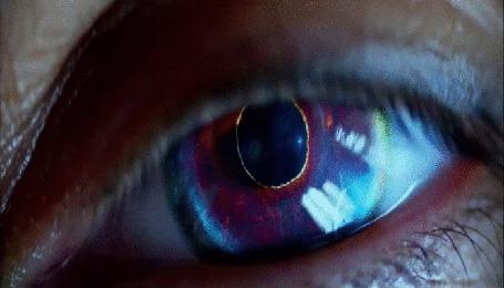 Анимация Человеческий глаз превращается в глаз монстра
