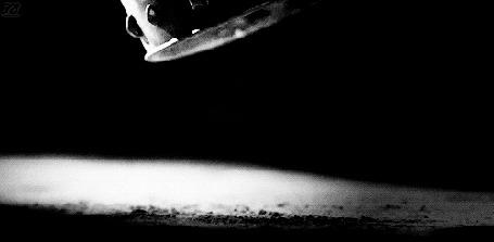 Анимация Падающая на пол корона (© zmeiy), добавлено: 21.05.2015 20:01