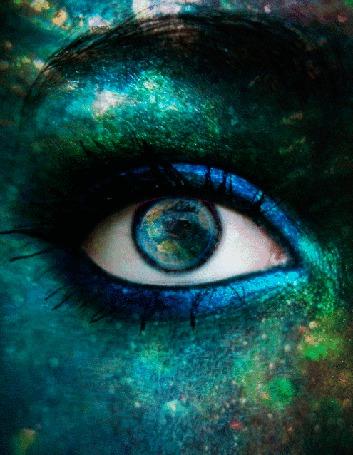 Анимация Ты смотришь - и весь Мир отражается в твоих глазах. Подмигни ему, сделай этот Мир проще