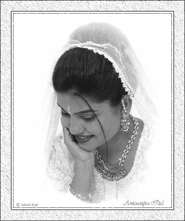 Анимация Восточная девушка в белом наряде, с украшениями. / Rakesh Syal. Анимация Рай