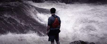 Анимация Мужчина смотрит на реку (© Seona), добавлено: 25.05.2015 11:54