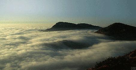 Анимация Проплывающие над горами облака
