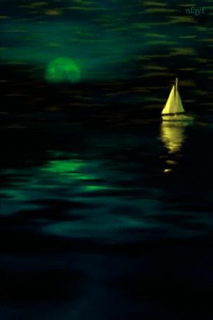 Анимация Одинокий кораблик плывет в ночи при лунном свете, nfgyf