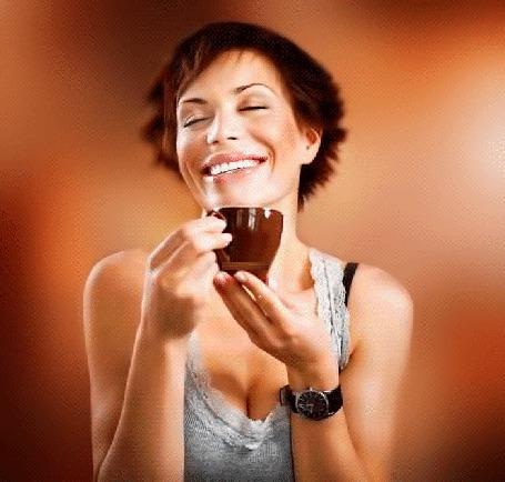 Анимация Девушка с ослепительной улыбкой наслаждается запахом кофе, идущего с чашки, которую она держит в руках (© Akela), добавлено: 26.05.2015 18:33