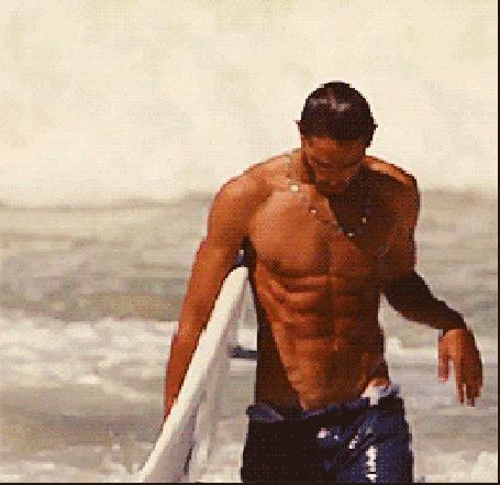 Анимация Фотомодель Марлон Тейшейра / Marlon Teixeira выходит из воды с доской для серфинга под рукой