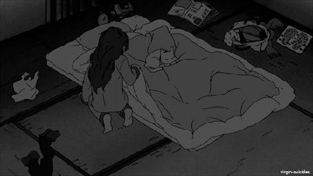 Анимация Девушка аккуратно ложится под одеяло, чтобы не разбудить спящую кошку (© zmeiy), добавлено: 27.05.2015 07:00