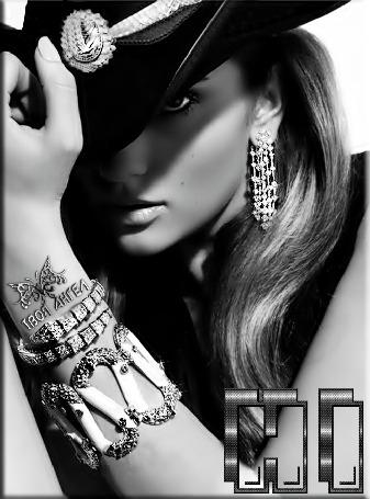Анимация Девушка в темной шляпе с украшениями на руке (© qalina), добавлено: 27.05.2015 23:47