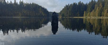 Анимация Мужчина стоит посреди озера (© Seona), добавлено: 30.05.2015 01:16