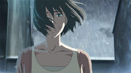 Анимация Девушка с развевающимися волосами стоит под дождем