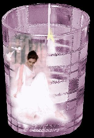 Анимация Внутри розового стакана с горящей свечой видна девушка в белом платье, взгляд которой направлен вниз (© Solnushko), добавлено: 30.05.2015 14:02