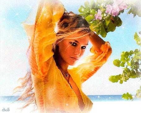Анимация Девушка с распущенными волосами, в желтой блузке, стоит на берегу моря, рядом с ней висят цветущие ветки черемухи (© Svetlana), добавлено: 31.05.2015 03:10