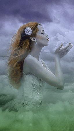 Анимация Рыжеволосая девушка с цветком в волосах держит в руках облака сдувая их с ладошек (© царица Томара), добавлено: 01.06.2015 14:04