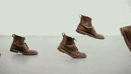 Анимация Шагающие по полу ботинки (© zmeiy), добавлено: 02.06.2015 10:40