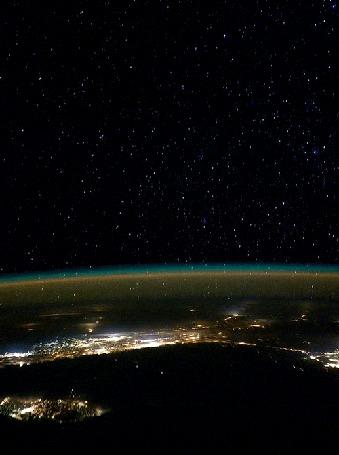 Анимация Спутник пролетает над Землей (© Seona), добавлено: 02.06.2015 16:38