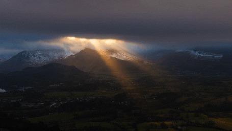 Анимация Лучи солнца освещают горы и долину (© Seona), добавлено: 02.06.2015 16:44