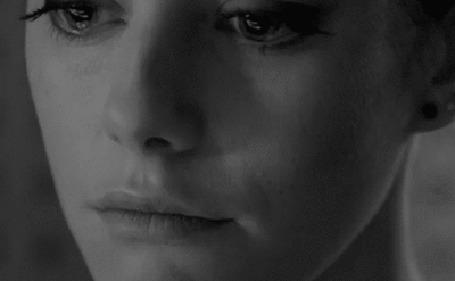 Анимация Девушка со слезой на лице (© zmeiy), добавлено: 05.06.2015 07:59