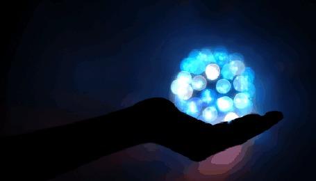 Анимация В руке светящиеся блики, исходник by Evey90 (© zmeiy), добавлено: 05.06.2015 10:38