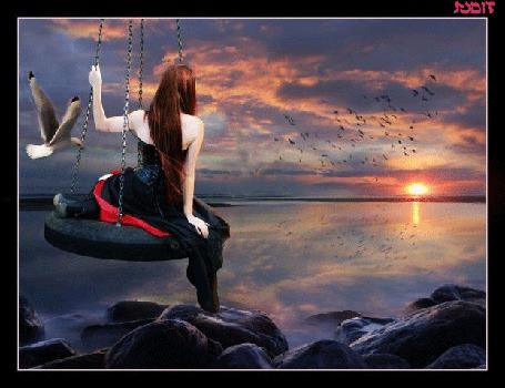 Анимация Девушка сидит на берегу моря и любуется закатом на фоне летящих чаек надпись yudit (© qalina), добавлено: 06.06.2015 11:57