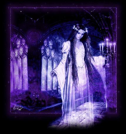 Анимация Девушка - призрак на сиреневом фоне и веночком на голове в руке горящие свечи