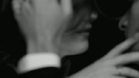 Парень с девушкой ласкают руками друг друга фото 521-917