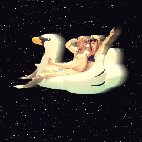 Анимация Парень с девушкой летят на утке (© zmeiy), добавлено: 12.06.2015 19:51