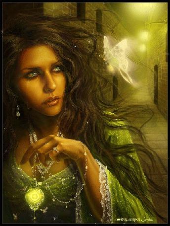 Анимация Красивая девушка со слезами на глазах держит в руке лампу на фоне бабочки / анимация РАЙ/