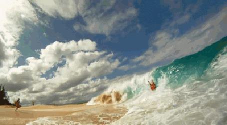 Анимация Огромные волны обрушиваются на песчаный пляж и накрывают серфера (© Natko), добавлено: 23.06.2015 12:10