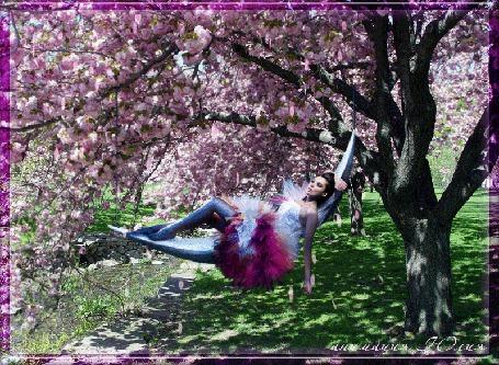 Анимация Девушка качается на батуде под цветущим деревом (© qalina), добавлено: 24.06.2015 17:24