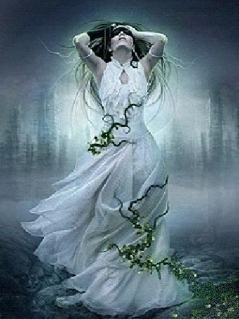 Анимация Девушка с повязкой на глазах в длинном платье, оплетенная цветущей лианой, стоит подняв руки вверх обхватив голову на размытом фоне