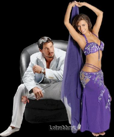 Анимация Восточная девушка танцует танец живота перед мужчиной с цветком в руке / Loirabhmg/