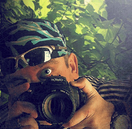 Анимация Мужчина с фотоаппаратом фотографирует, за ним появляется козел, фотограф Andrey (© zmeiy), добавлено: 02.07.2015 07:56