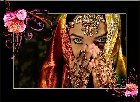 Анимация Восточная девушка с украшениями на фоне цветов (© qalina), добавлено: 06.07.2015 20:51