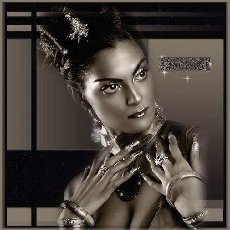 Анимация Восточная девушка с большими красивыми глазами с украшениями (© qalina), добавлено: 07.07.2015 17:33