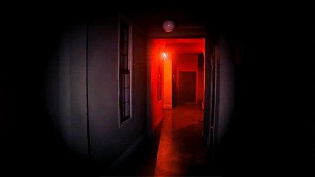 Анимация Красная лампа качается в комнате, кадр из игры Silent Hills (© Krista Zarubin), добавлено: 13.07.2015 11:40