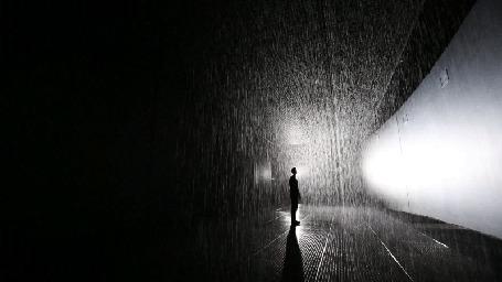 Анимация Мужчина стоит в комнате, в которой идет дождь (© Seona), добавлено: 14.07.2015 22:49