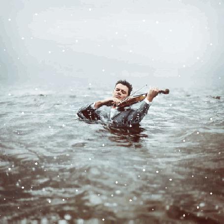 Анимация Мужчина играет на скрипке в океане (© phlint), добавлено: 21.07.2015 19:38