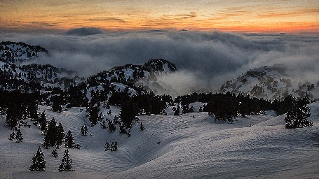 Анимация Облака проплывают над горами