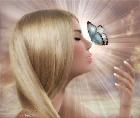Анимация Белокурая девушка и парящая над ней бабочка