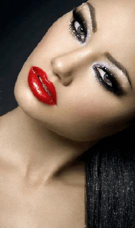 Анимация Красивая темноволосая девушка с ярким макияжем (© qalina), добавлено: 02.08.2015 21:16