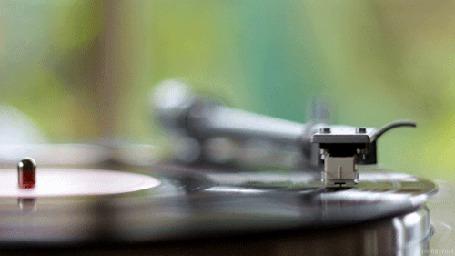 Анимация Играющая музыкальная пластинка (© Seona), добавлено: 04.08.2015 13:22