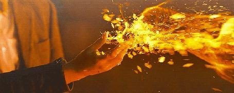 Анимация Над рукой пламя огня (© zmeiy), добавлено: 13.08.2015 13:43