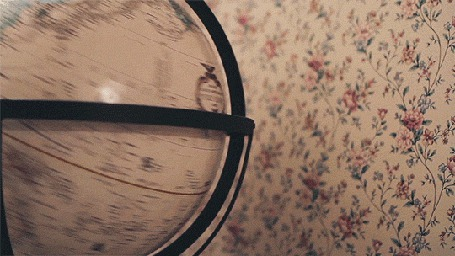 Анимация Крутящийся глобус на фоне стены (© Seona), добавлено: 16.08.2015 00:50