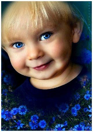 Анимация Мальчик с синими глазами улыбается (© phlint), добавлено: 20.08.2015 08:13