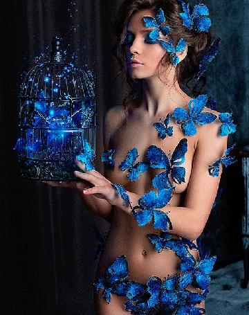 Анимация Полуобнаженная девушка с клеткой и бабочками