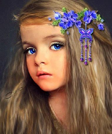 Анимация Девочка с васильковыми глазами и цветами в волосах, из цветов заколка в виде бабочки (© Bezchyfstv), добавлено: 26.08.2015 22:51