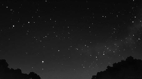 Анимация Момент падающей звезды в ночном небе (© Arinka jini), добавлено: 27.08.2015 02:10