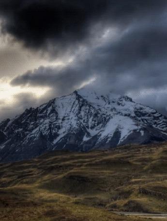 Анимация Осень, на горе лежит снег, по хмурому небу несутся угрюмые тучи (© ДОЛЬКА), добавлено: 06.09.2015 23:33