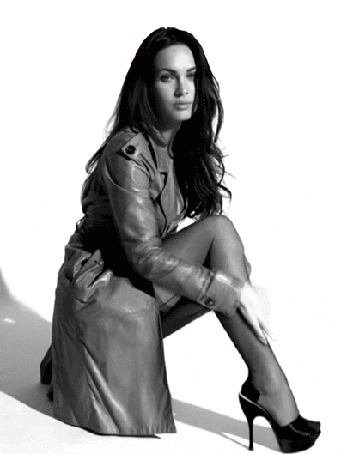 Анимация Актриса Меган Фокс / Megan Fox гладит рукой по ноге с чулком